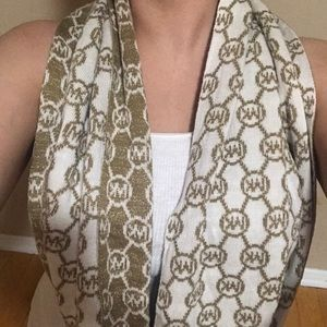 Ladies scarf for winter.